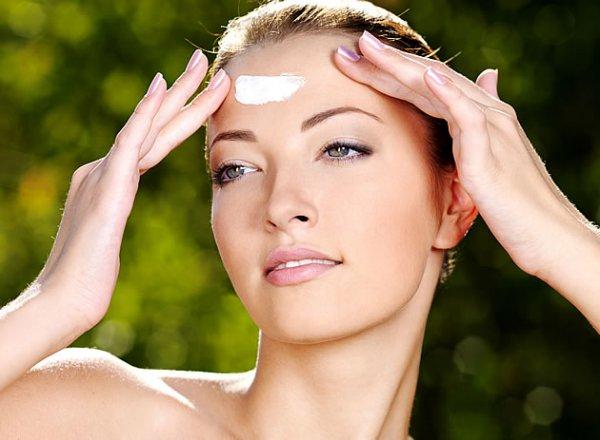 hogyan takarhat el egy vörös foltot az arcán)